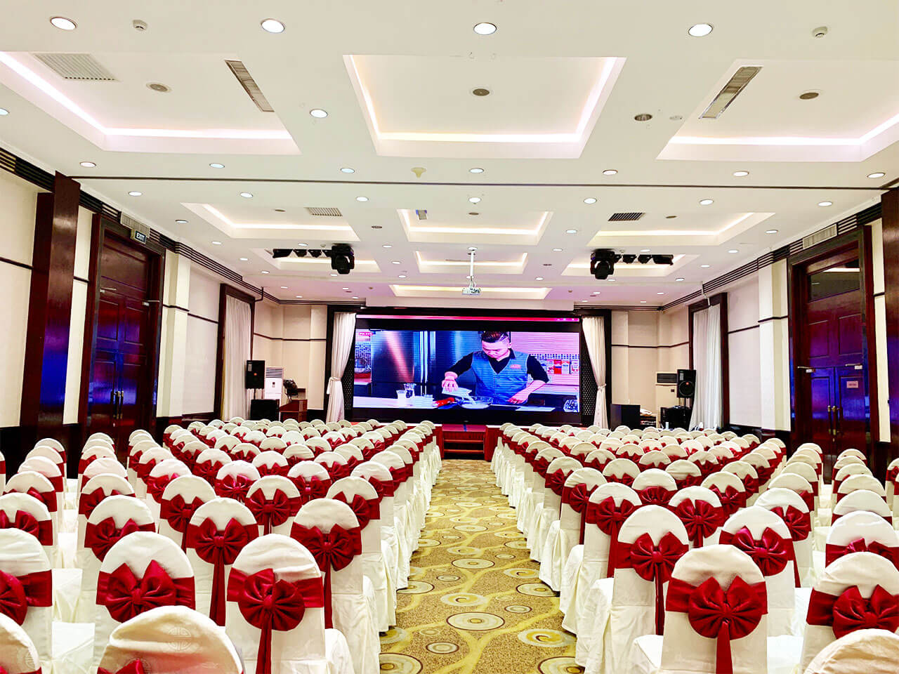 hoi truong Lotus Ballroom 4
